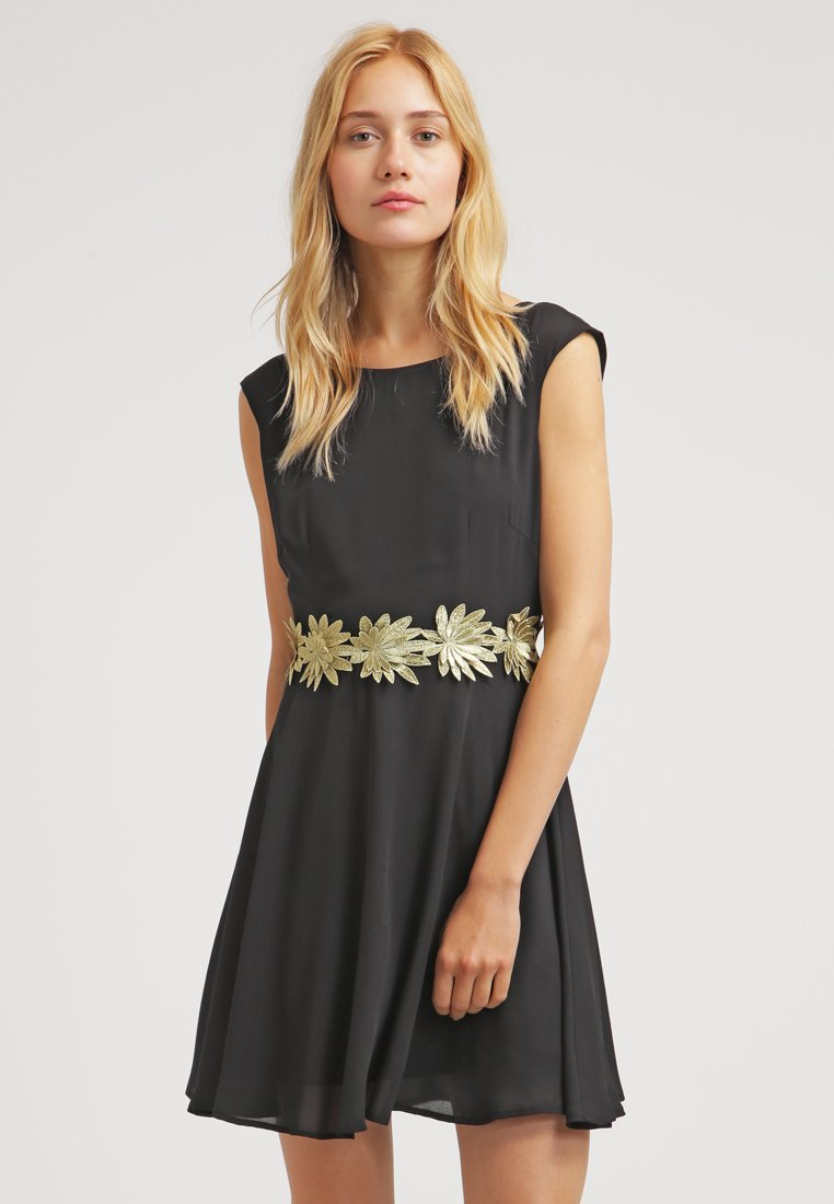 zalando-czarna-sukienka