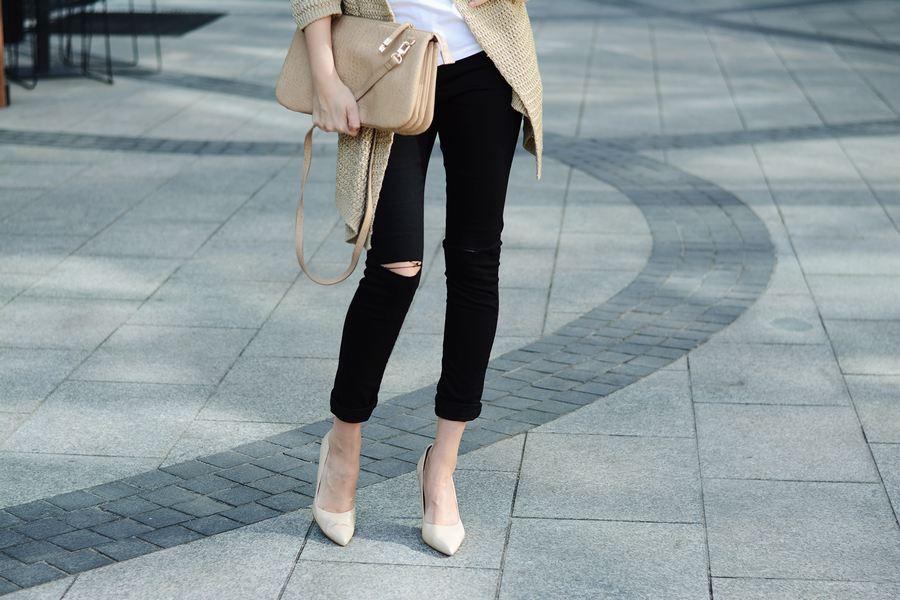 spodnie-z-dziurami