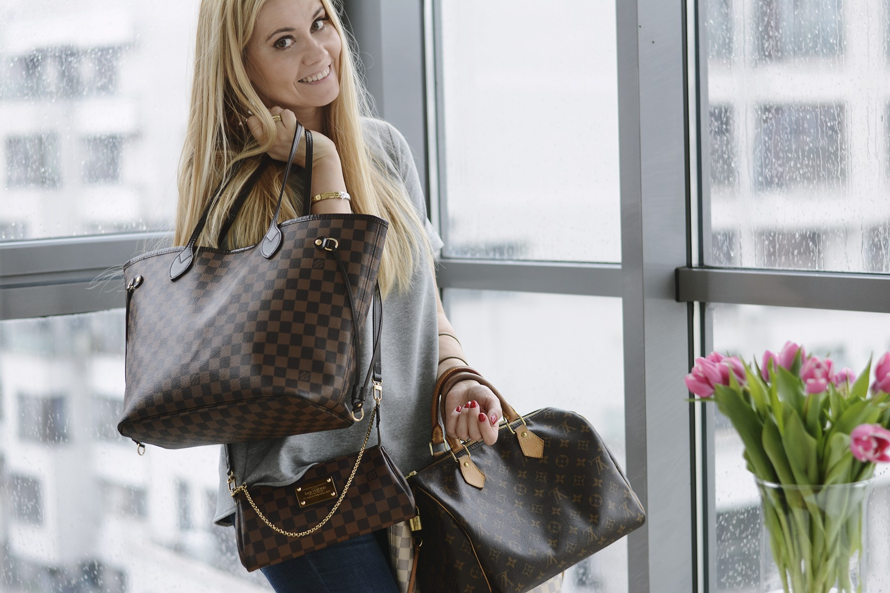 fe6c723ccee87 To drugi kultowy i chyba najpopularniejszy model w Louis Vuitton – Neverfull  i po ten egzemplarz sięgam najczęściej. Wybrałam w kolorze ciemno-brązowym,  ...